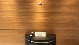 エレベーターを降りましたら、正面の電話機にて数字の[313]と[#]ボタンを押してお呼び出しください。すぐにスタッフが承ります。