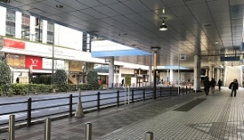 地上に出たら、右手JR田町駅方面に向かって下さい。
