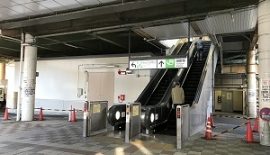 JR田町駅のエスカレーターを上り芝浦口(東口)に向かって下さい。
