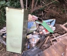 敷地内にゴミを不法投棄される