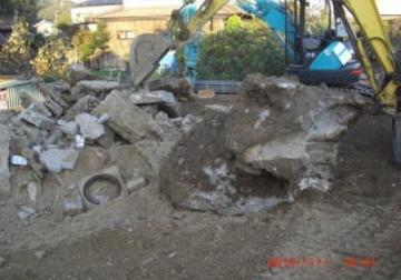 地中深くから掘り出されたコンクリートガラ